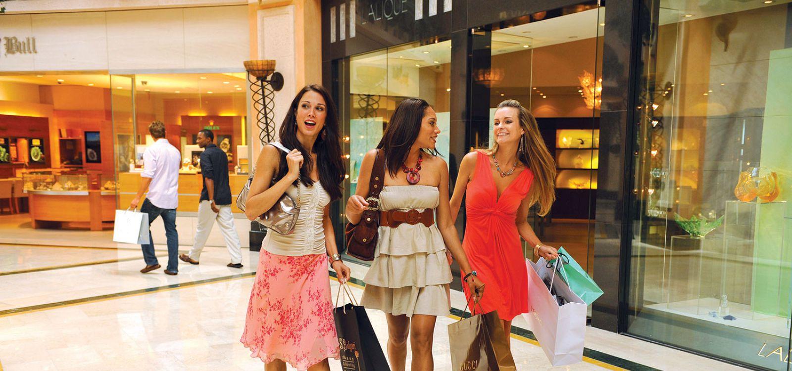 54c5802001 Luxury Shopping | Crystal Court Shops | Atlantis Paradise Island